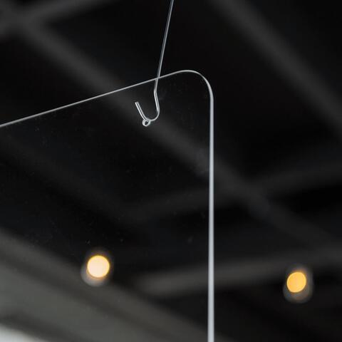 Spatscherm gemakkelijk ophangen